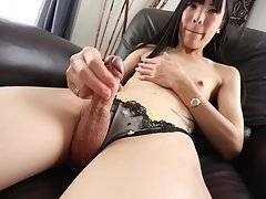 Yui Kawai Dazzles In Stockings