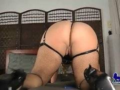 Tranny Claudia Shows Her Big Curves 3