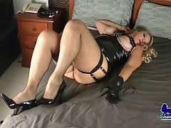 Tranny Claudia Shows Her Big Curves 1